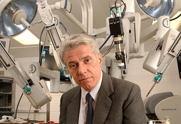 Pier Cristoforo Giulianotti with DaVinci Robot
